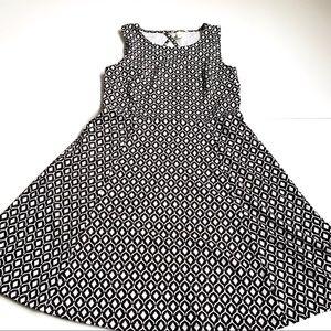 H&M geometric print black white dress medium